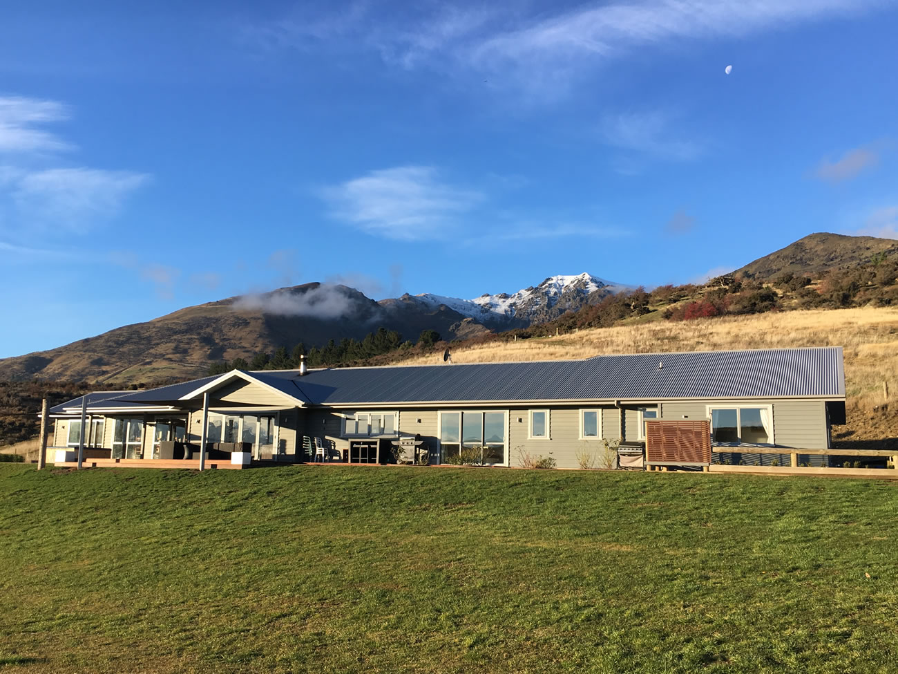 Lake Hawea Hunting Lodge - New Zealand Hunting